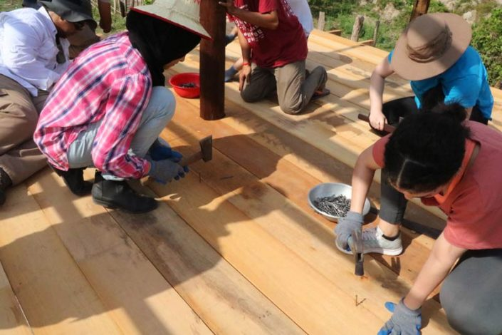 house construction volunteer group
